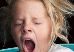 yawning-chlid